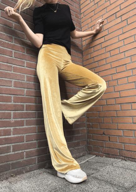Velvet-flare-pants---Gold---Campaign