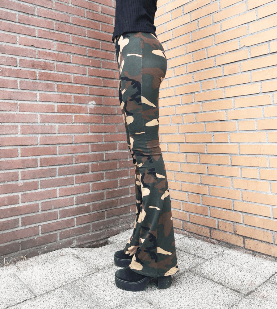 Camouflage-broek-dames---flare-pants---side