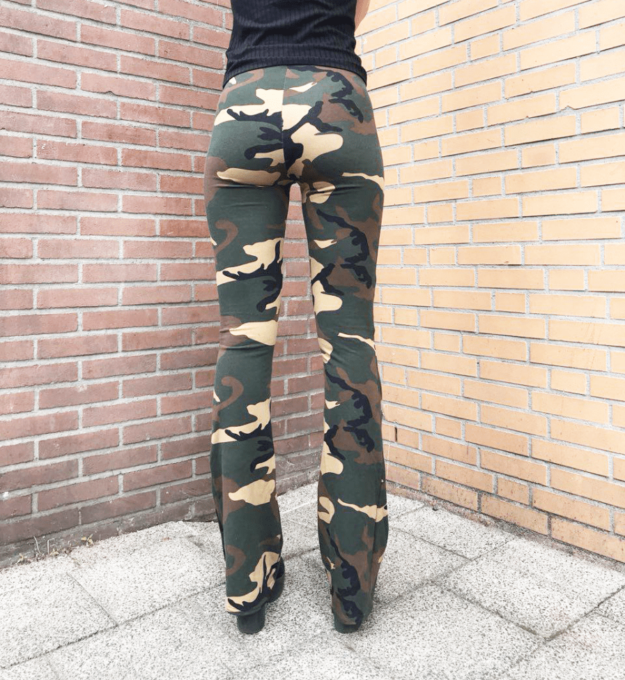 Camouflage-broek-dames---flared-pants---back