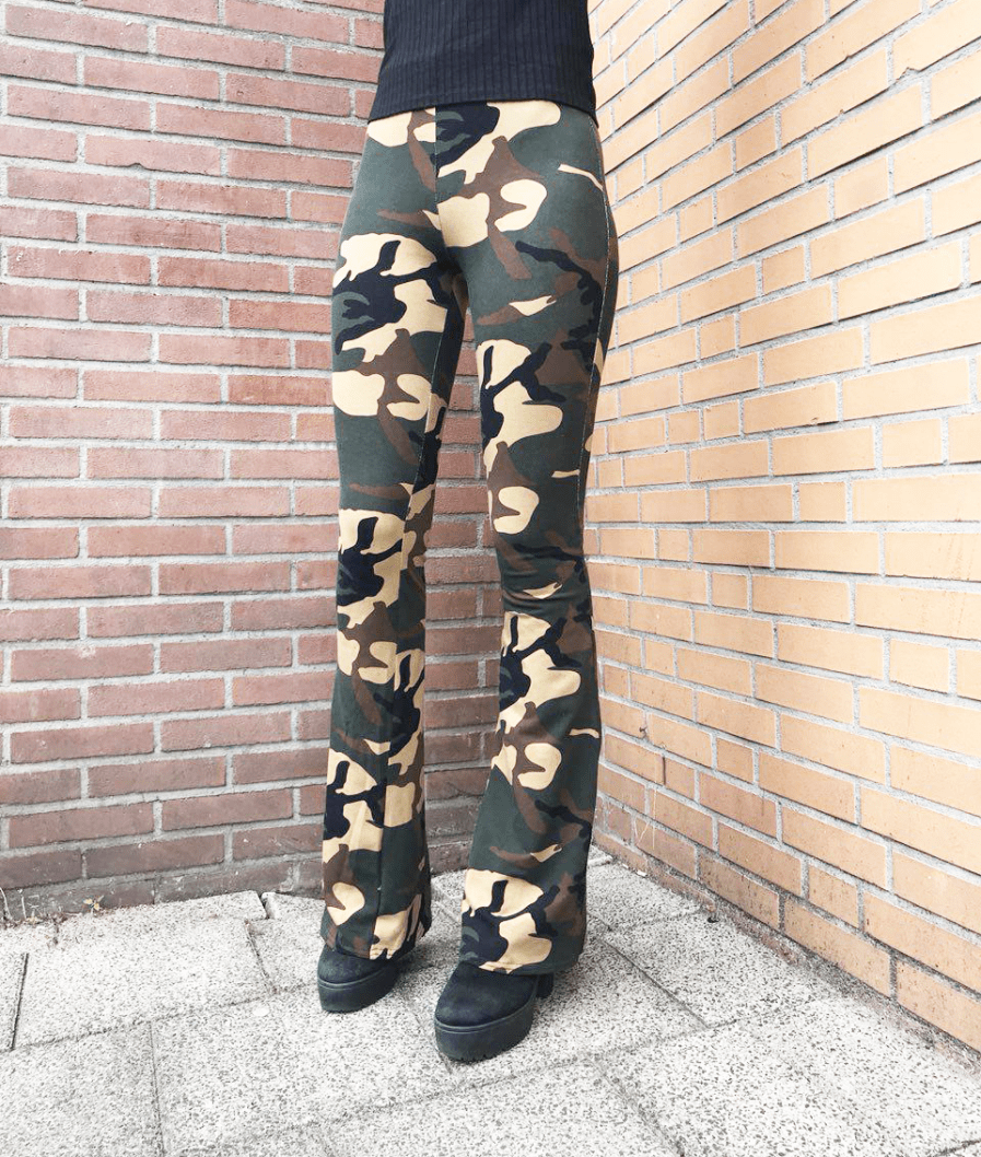 Camouflage-broek-dames---flared-pants---front