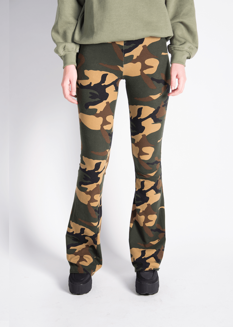 Soft flared pants - camouflage print - voorkant