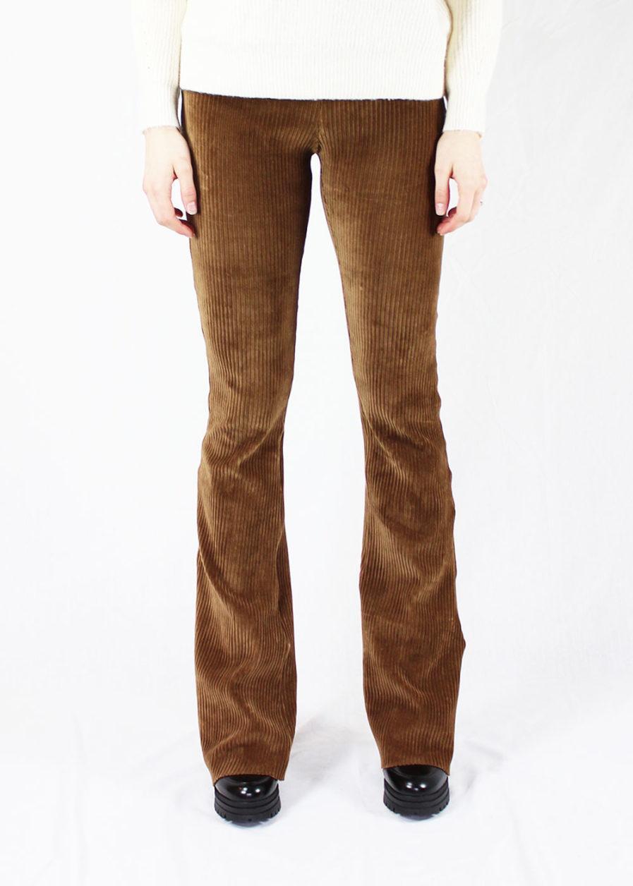 Ribbed flared pants bruin/brown - voorkant
