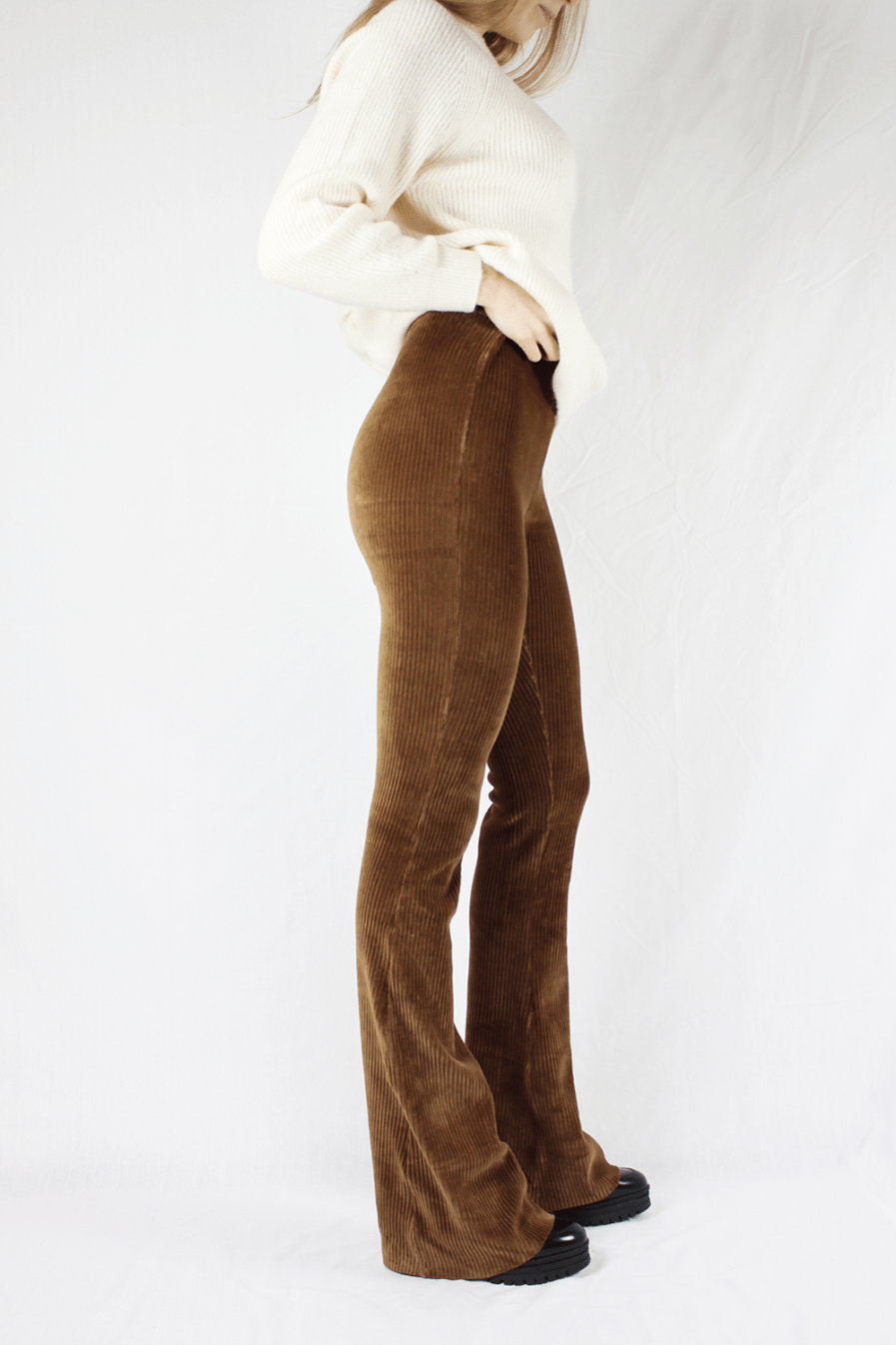 Corduroy flared pants bruin brown – zijkant 2