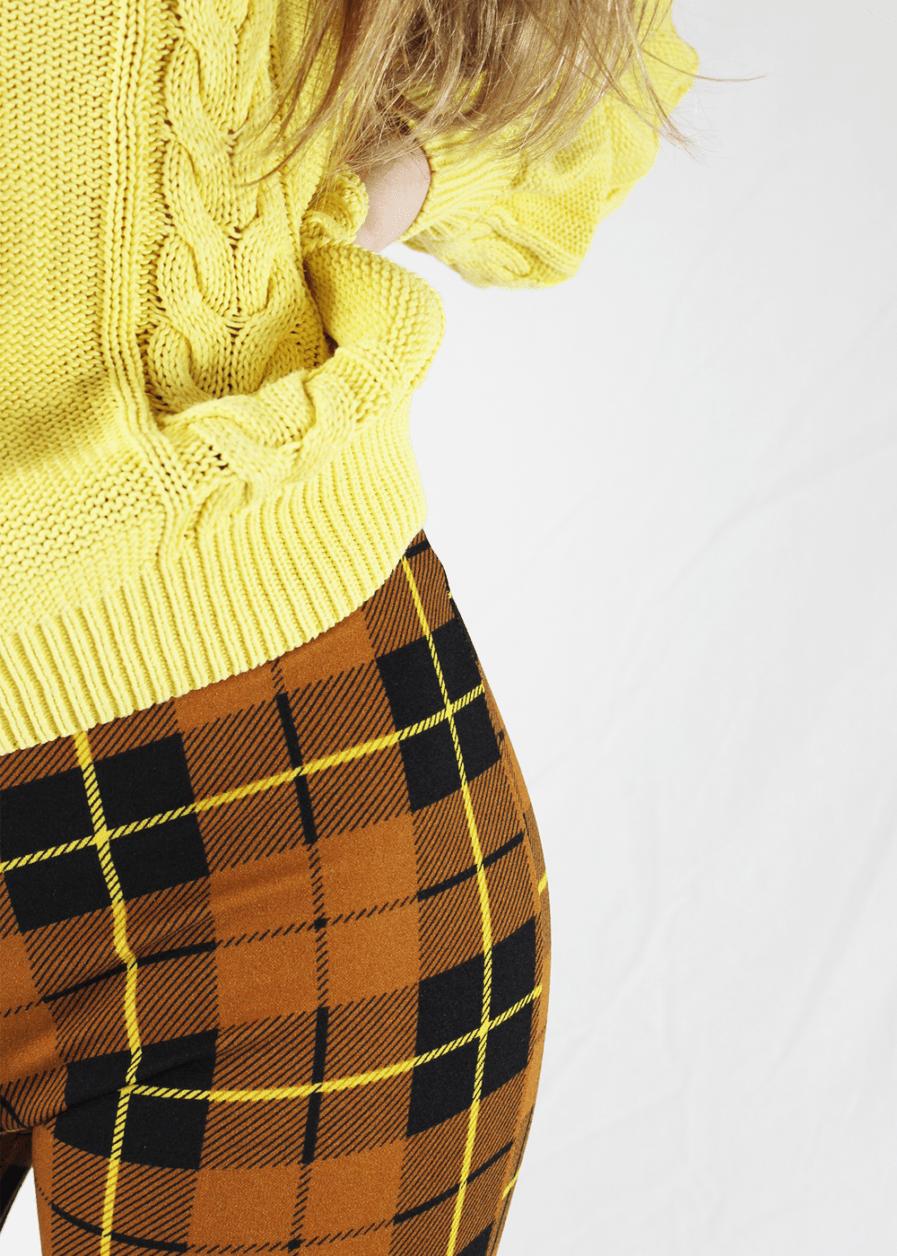 Flared pants geruit – close up