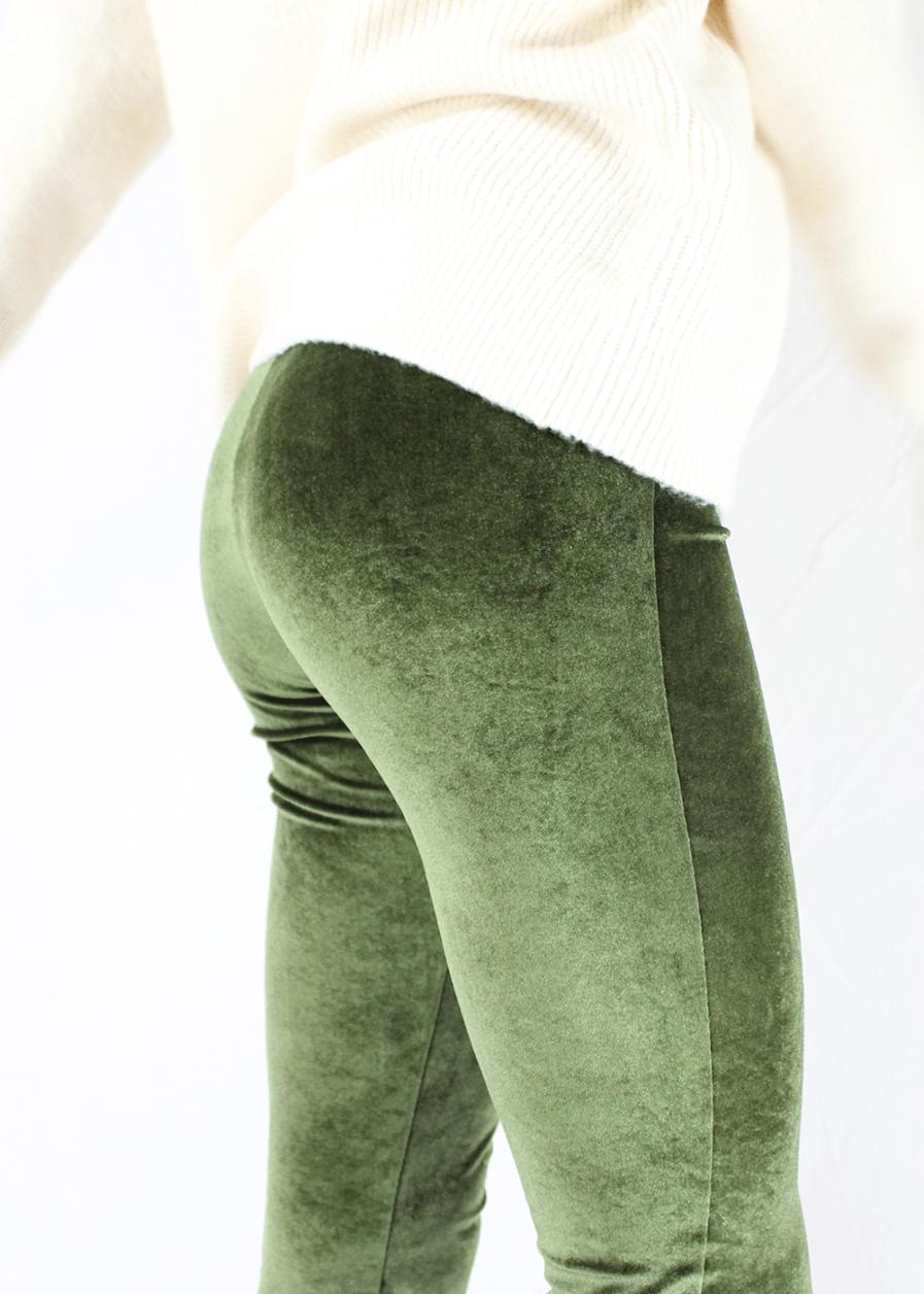 Velvet flared pants groen green – close up