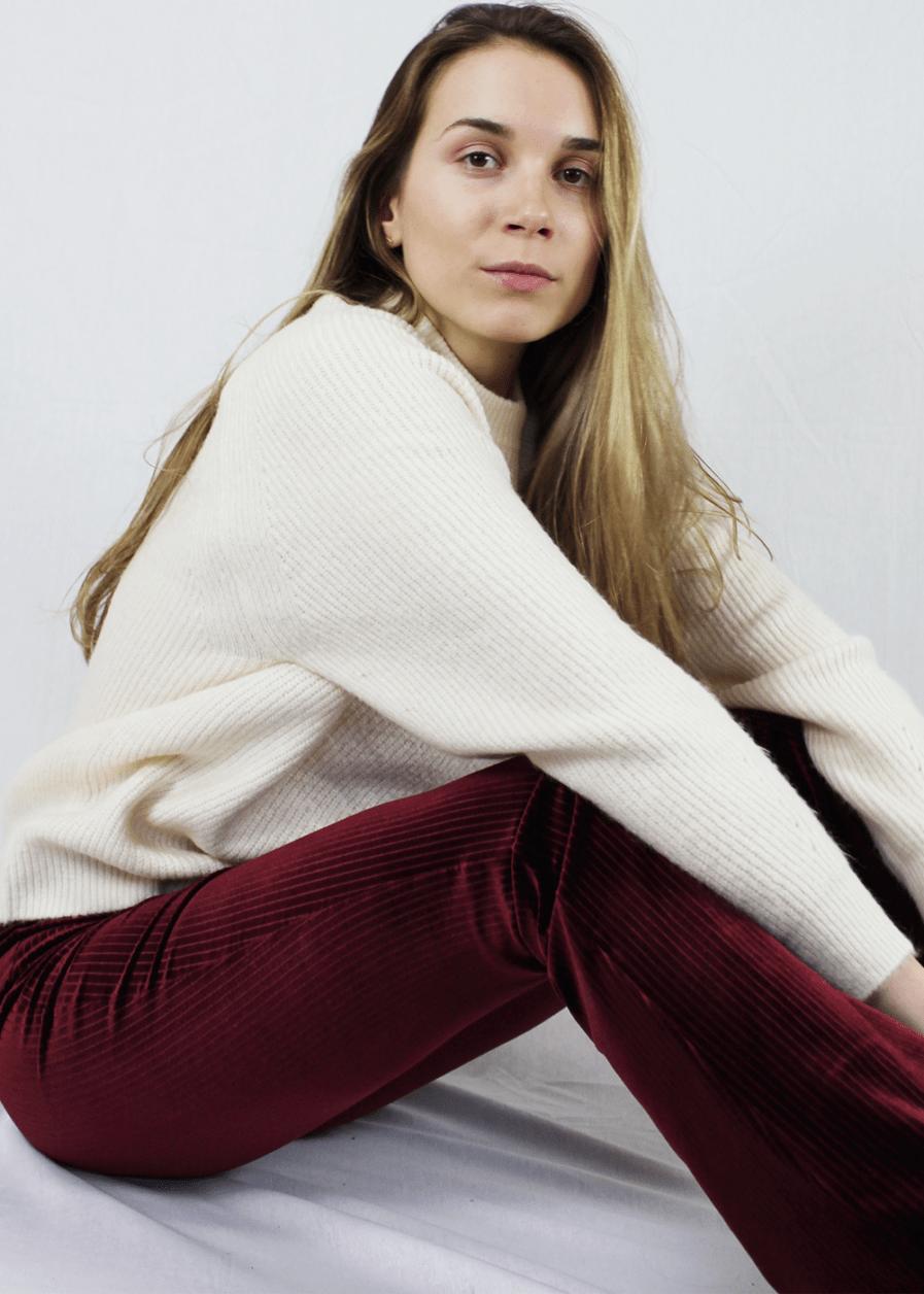 Velvet flared pants rood red gestreept – sfeer 2