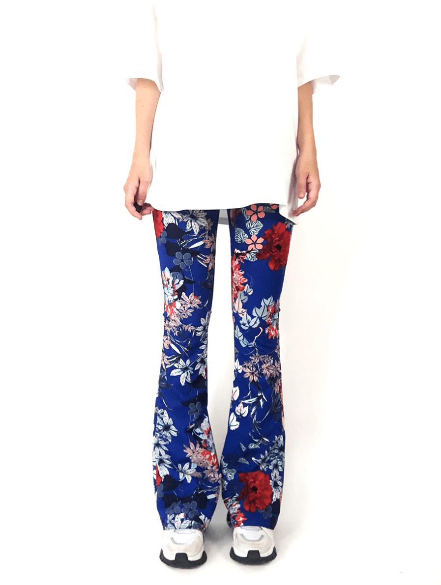 Flared pants met bloemen - blauw - voorkant