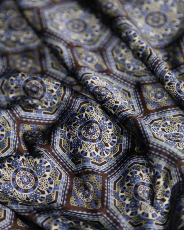 Velvet flared pants bohemian print - close up