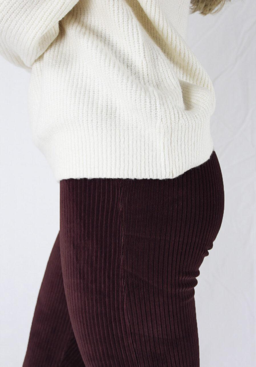 Ribbed flared pants - bordeaux rood - close up