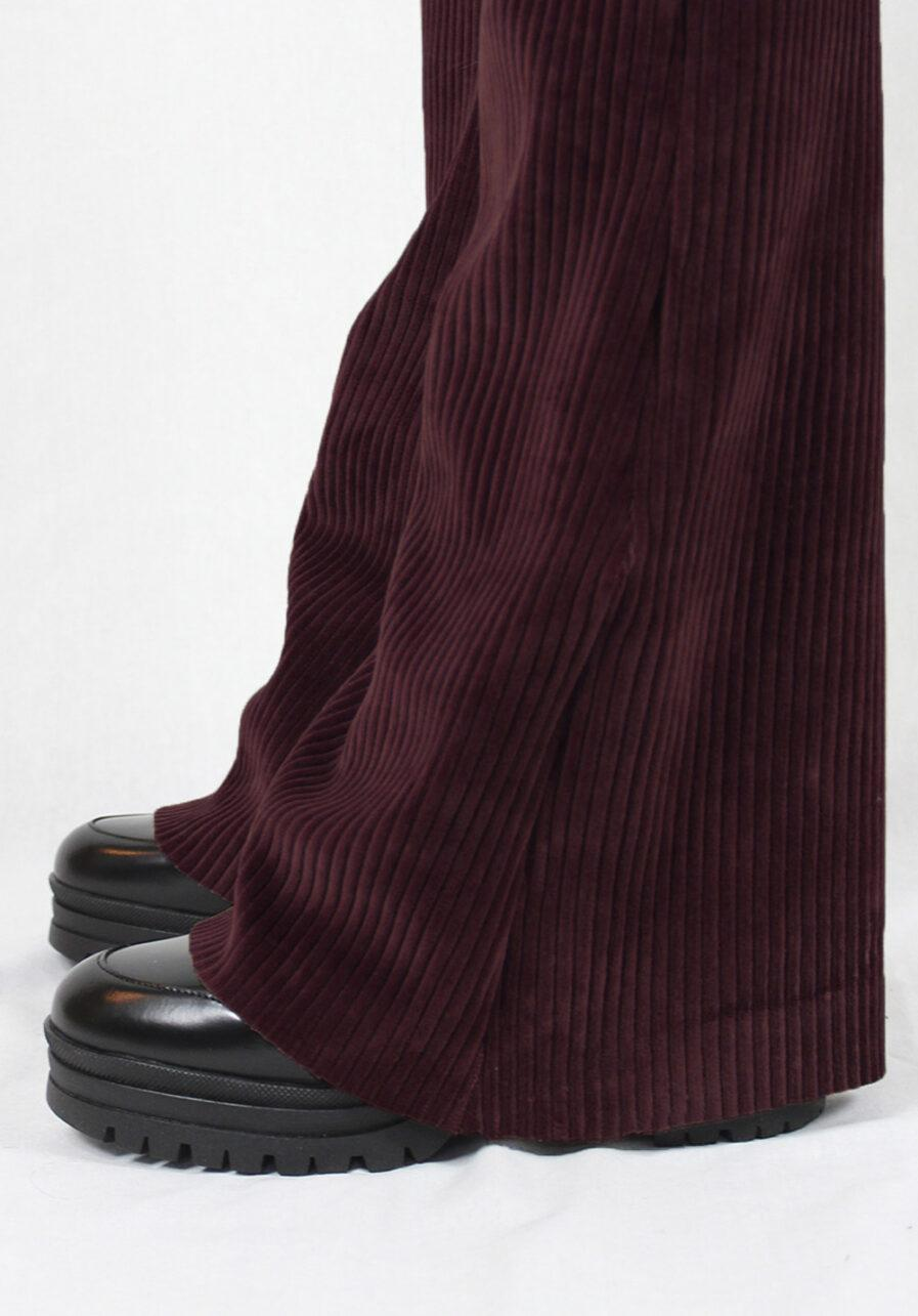 Ribbed flared pants - bordeaux rood - close up 2