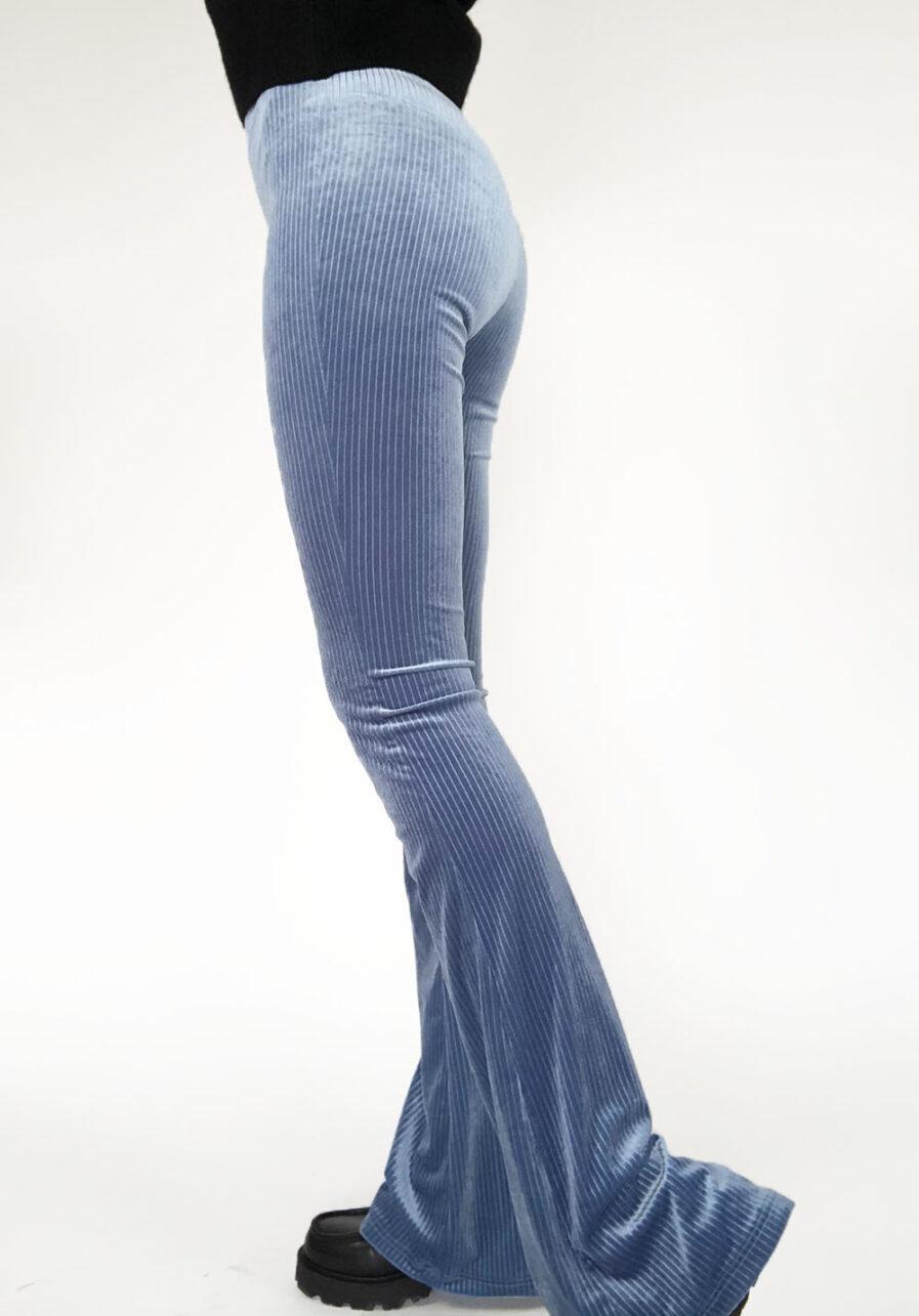 Velvet flared pants lichtblauw gestreept - zijkant