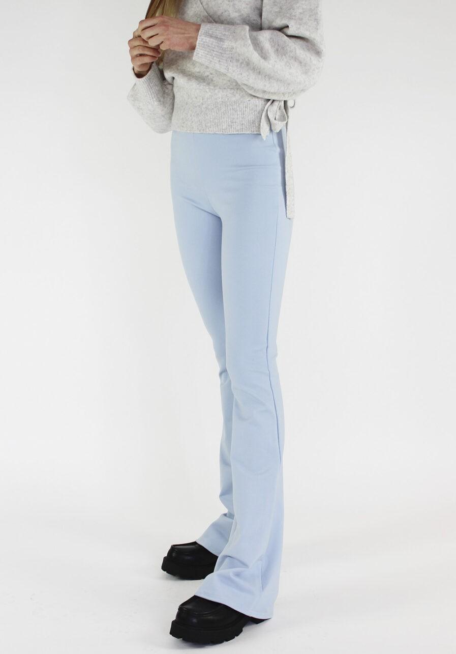 Flared pants lichtblauw - voorkant schuin
