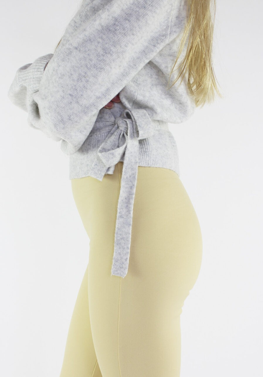 Flared pants lichtgeel - close-up 2