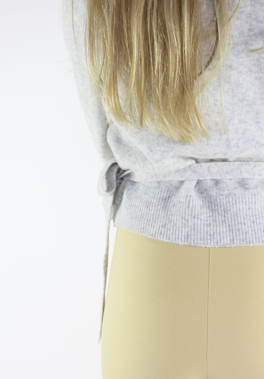Flared pants lichtgeel - close-up