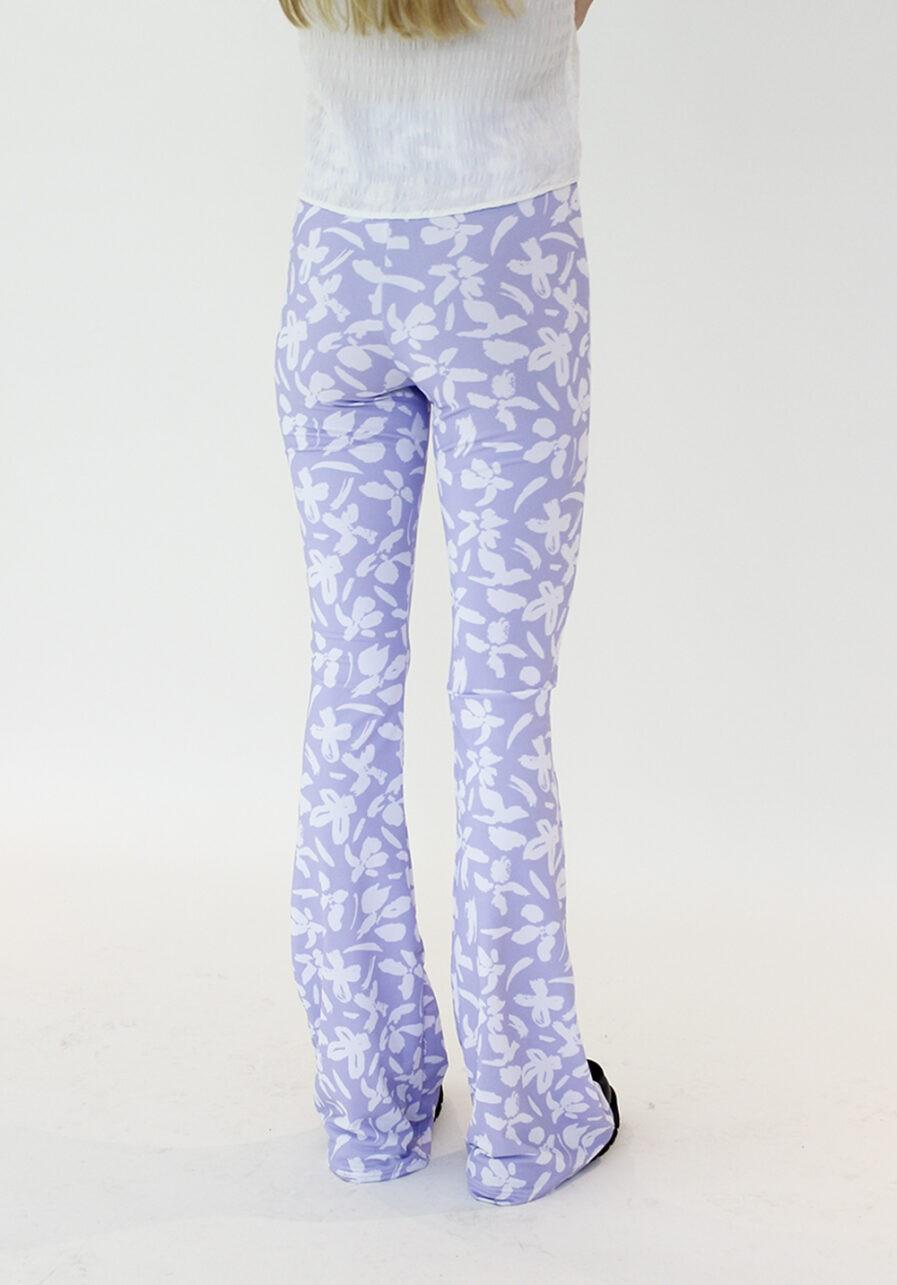 Flared pants lila met bloemen print - achterkant schuin