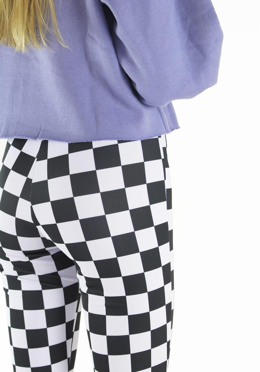 Flared pants zwart wit geblokt - close up